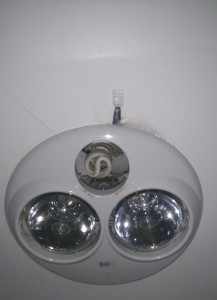 Bathroom fan with DHT22